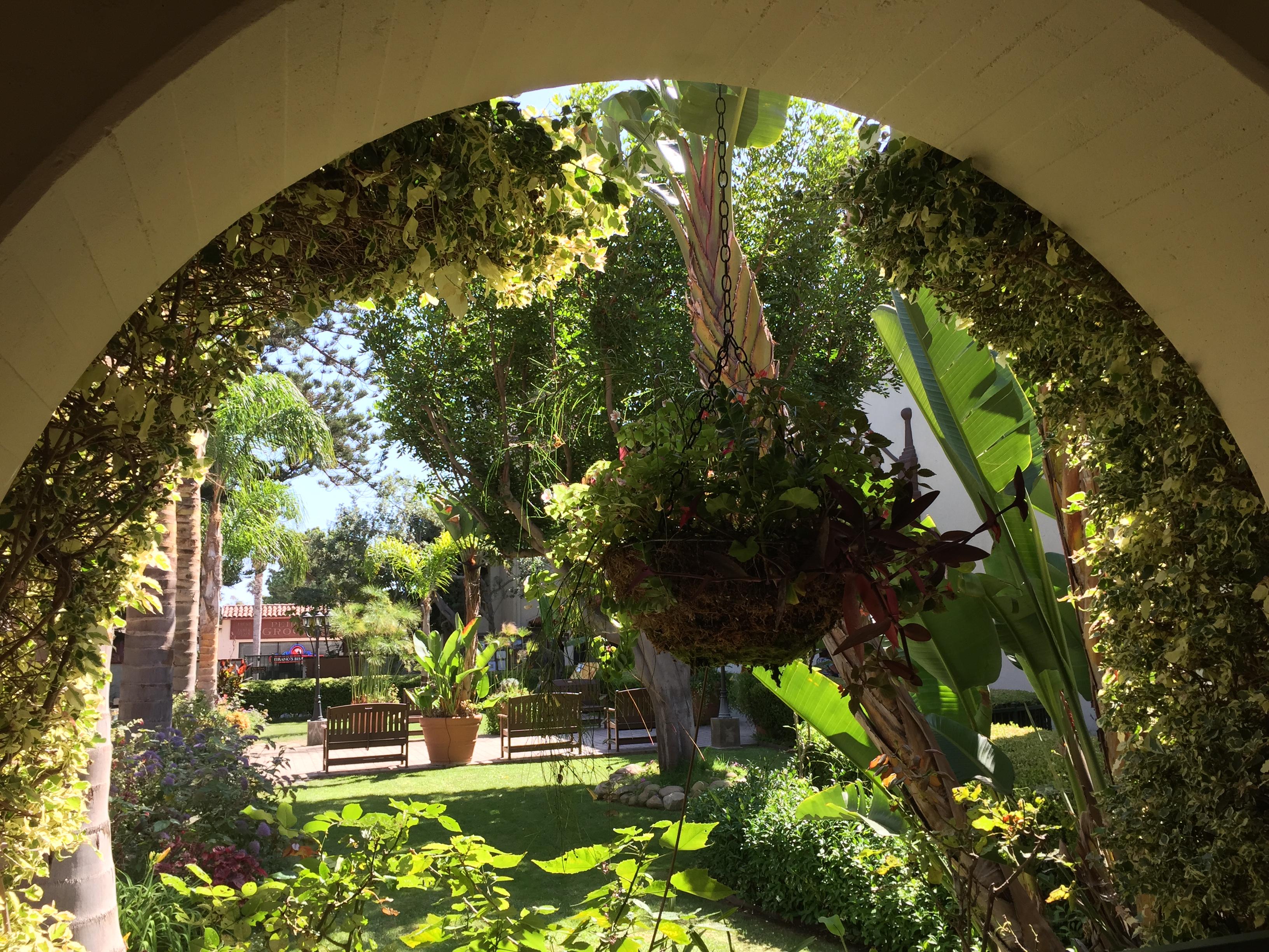 Ventura mission patio - ventura santa Barbara san Fernando Missions